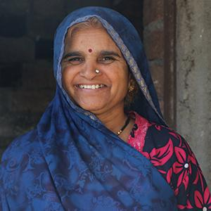 photo, Indian woman standing in front of building and smiling